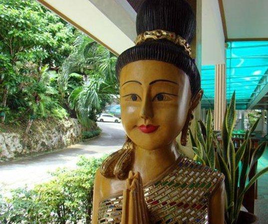 Tri Trang Beach Resort: милые фигурки около номера