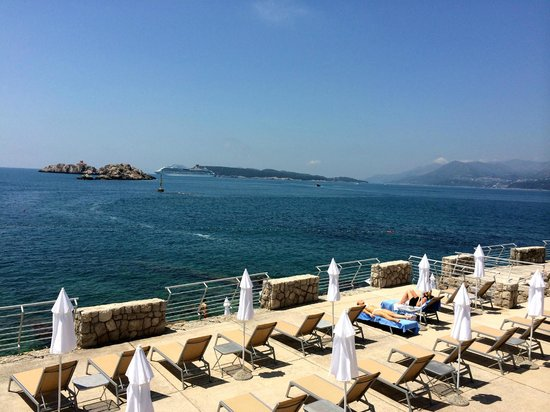 Hotel Dubrovnik Palace: Sea access and beach chairs