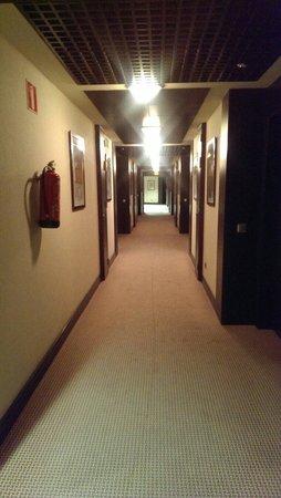 Hotel Cordoba Center: Corridor