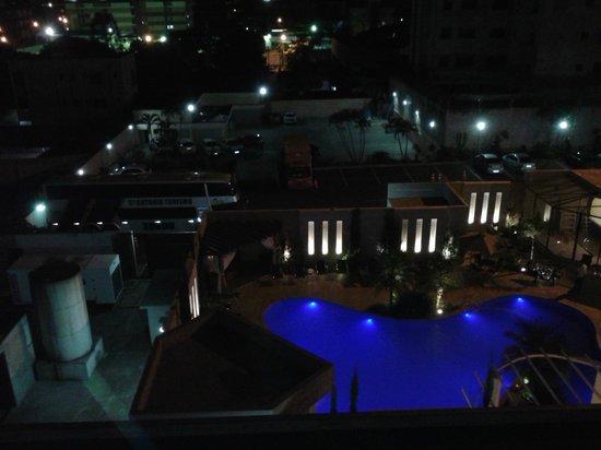 Nadai Confort Hotel & SPA: piscina visto da janela do quarto