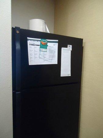 Homewood Suites by Hilton Cedar Rapids North: Geladeira na Cozinha