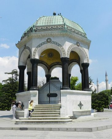 Deutscher Brunnen / Kaiser-Wilhelm-Brunnen: Fountain of Kaiser Wilhelm ll (AKA German Fountain)