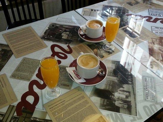 Cafe Viena: Breakfast drinks :-)