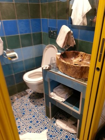 Hotel du Continent: Banheiro
