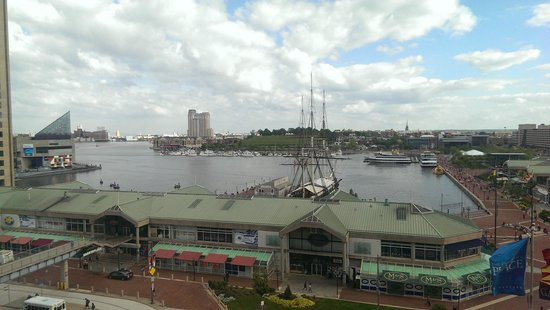 Renaissance Baltimore Harborplace Hotel: View of Inner Harbor from Rm on 7th Floor