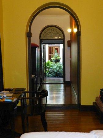 Praya Palazzo: Suite and courtyard