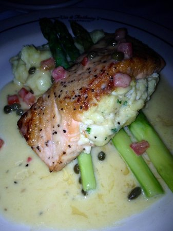 Vic & Anthony's Steakhouse - Las Vegas : Salmon stuffed with lump crab in a lemon butter sauce with asparagus and creamy mashed potatoes