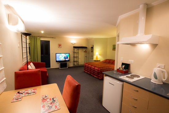 Scarborough Lodge Motel: Large Open Plan Room