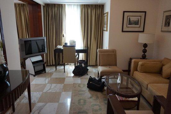 The Imperial Hotel : Art Deco suite living area