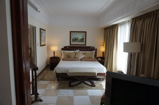 The Imperial Hotel : Art Deco suite bedroom