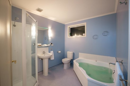 Scarborough Lodge Motel: Spa Bath and Shower