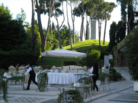 Rome Cavalieri, Waldorf Astoria Hotels & Resorts : giardino