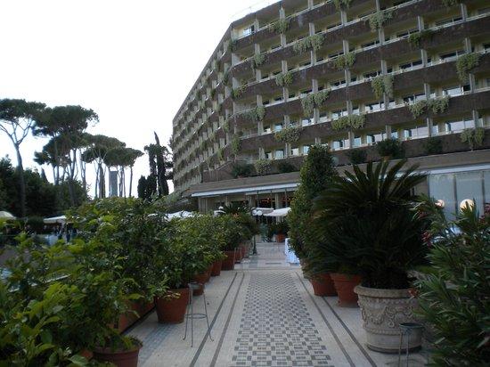 Rome Cavalieri, Waldorf Astoria Hotels & Resorts: Giardino