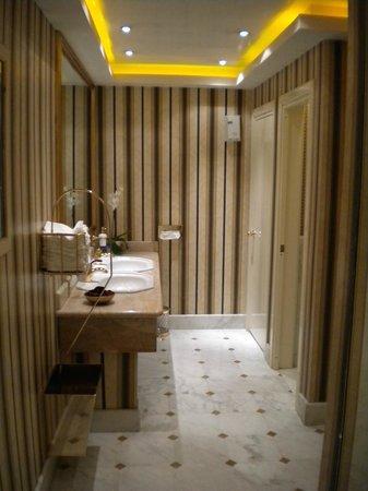 Rome Cavalieri, Waldorf Astoria Hotels & Resorts: Bagno del Ristorante