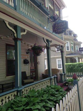Artful Lodger Inn: Street view of Artful Lodger