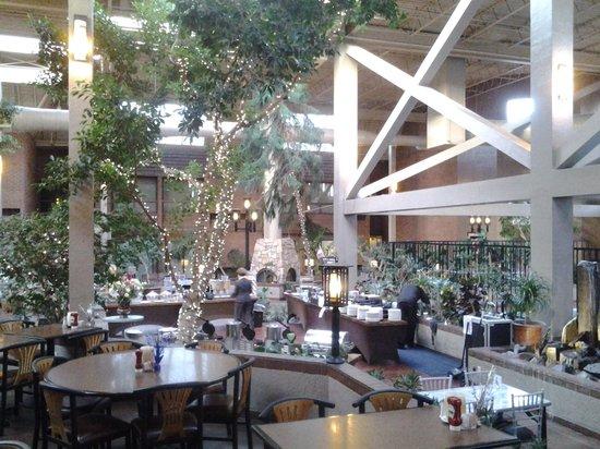 The Academy Hotel Colorado Springs: Lobby und Frühstücksbereich
