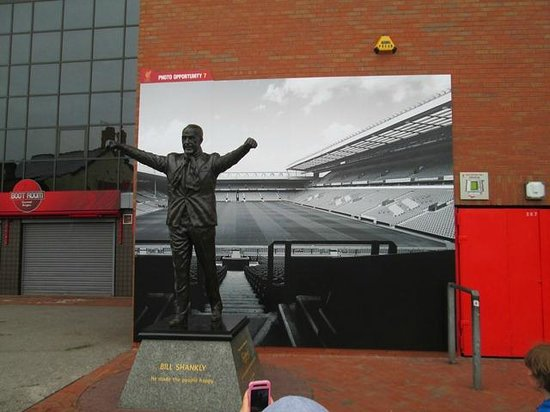 Anfield Stadium: Statue of Bill Shankly