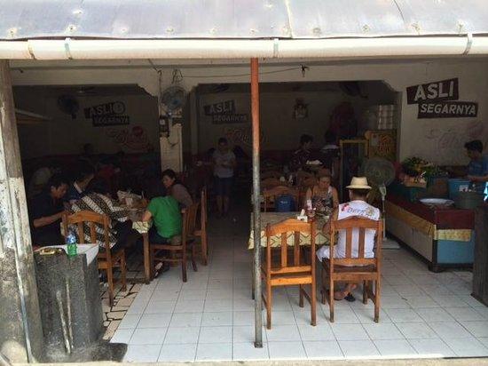 Warung Babi Guling Pak Malen: Seminyak Restaurant from the street