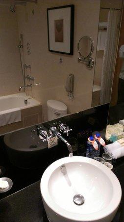 Jianguo Hotel : バスルーム