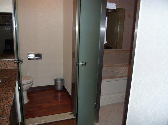Hotel Queen Incheon Airport: ホテルなのに玄関が