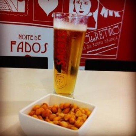 Ibis Lisboa Liberdade : Chope Sagres e milho frito