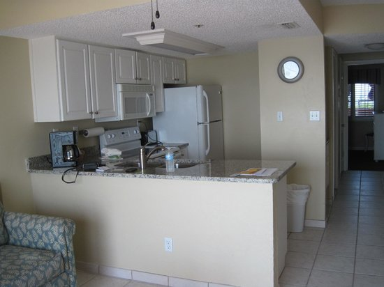 Tropic Shores Resort : Very well stocked kitchen
