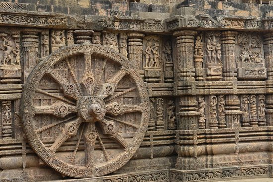 Travel N Tours India : A sundial carved into the side of Konark temple