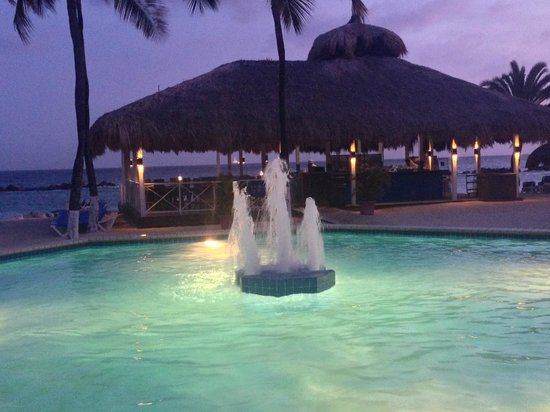 Sunscape Curacao Resort Spa & Casino : pool at night