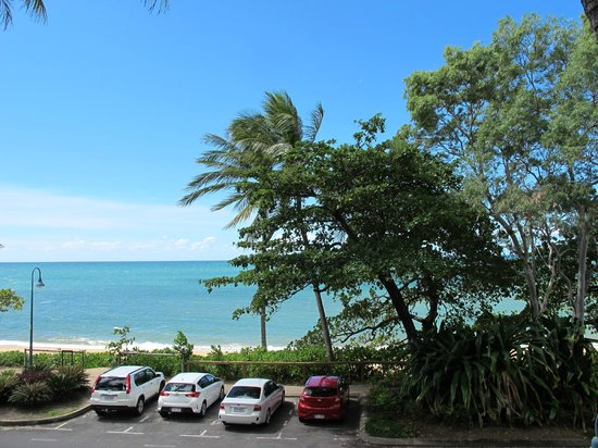Coral Sands Beachfront Resort: Looking out from our balcony
