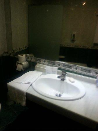 Marconfort Beach Club Hotel : Sink