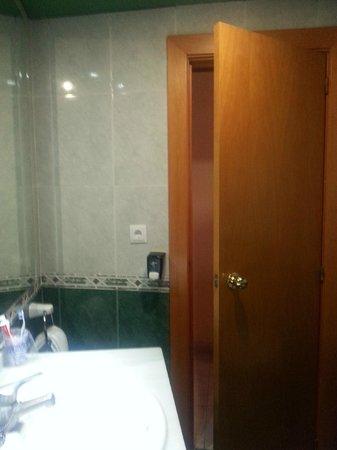 Marconfort Beach Club Hotel: Bathroom