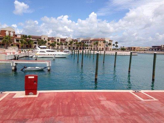 Essenza Retreats At Punta Palmera: La Marina te recuerda a Venecia y su limpieza te dice que lo es!!