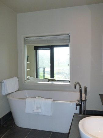 Black Rock Oceanfront Resort : Lovely Soaking Tub
