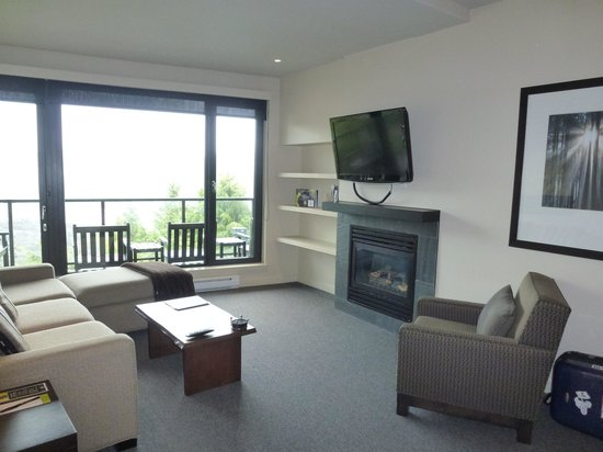 Black Rock Oceanfront Resort : Spacious Living Room
