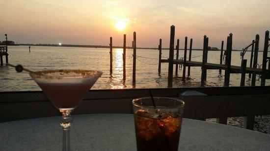 Bon Appetit: Beverages at sunset