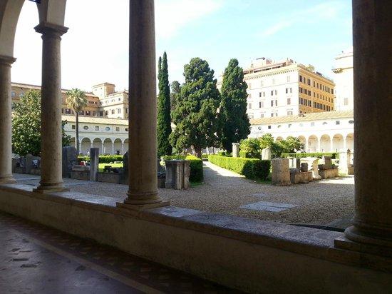 Basilica di Santa Maria degli Angeli e dei Martiri: courtyard