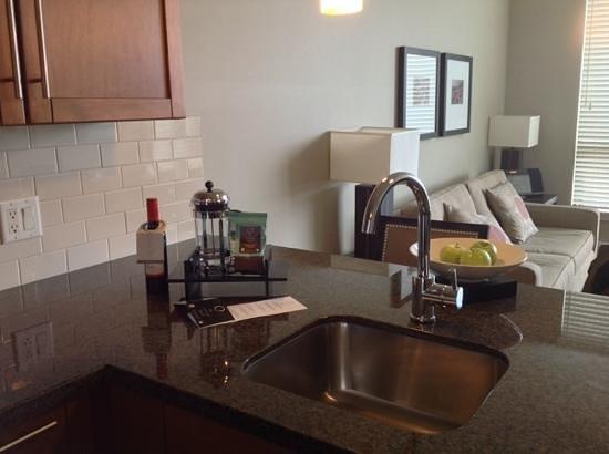 The Oswego Hotel : Küche und Wohnzimmer