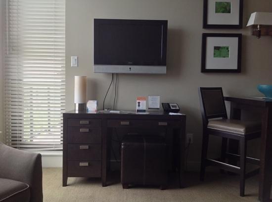 The Oswego Hotel : Wohnzimmer mit Flat TV