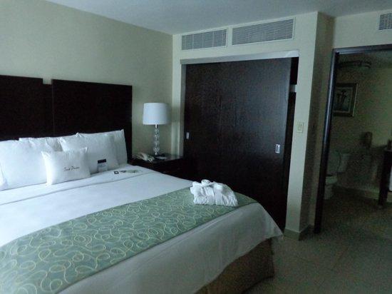 DoubleTree By Hilton Panama City: bedroom
