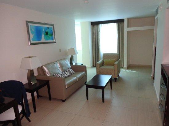 DoubleTree By Hilton Panama City: sittin room