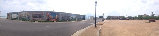 Floodwall Murals: Panorama of the Wall