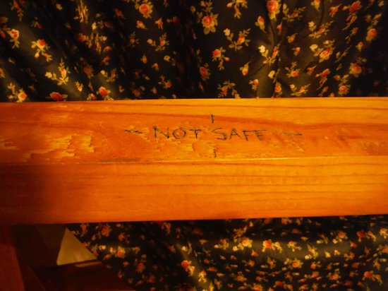 """Teddy Bear Hotel: """"UNSAFE"""" carved into the ladder."""