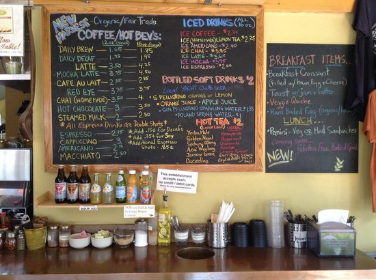 Village Hearth Bakery Cafe: The drinks & coffee station.