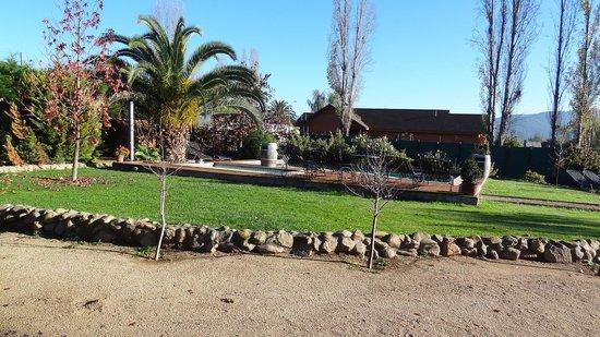 Posada Colchagua: Jardin Piscina