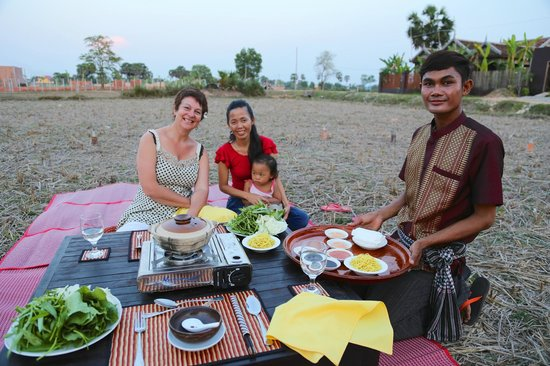 Angkor Rural Boutique Resort : BBQ in the rice paddy