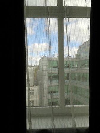 Citadines Holborn-Covent Garden London: Vista a oficinas desde la ventana