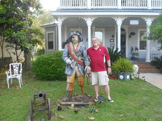 Goodbread Inn Bed and Breakfast : Me and the Pirate