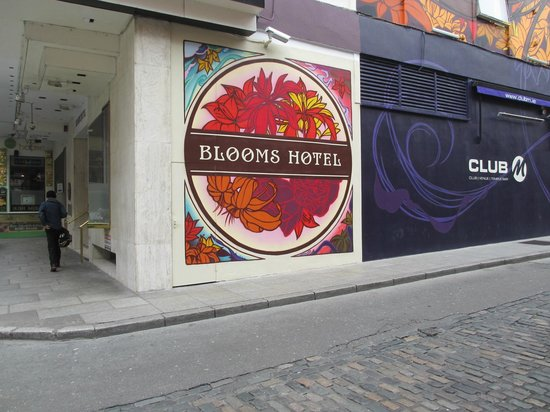 Blooms Hotel: Easy to spot!