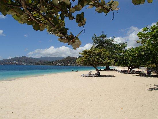 Coyaba Beach Resort : La plage où l'hôtel