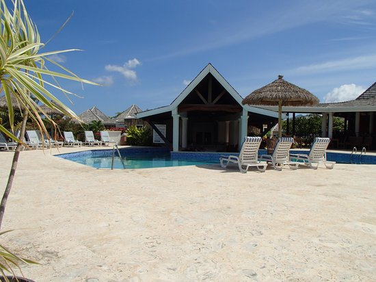 Coyaba Beach Resort: Piscine